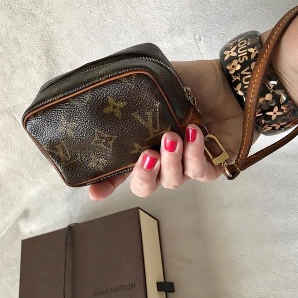 8d42eae4d3cb Louis Vuitton Handbags - Louis Vuitton Monogram Wapity Wristlet Purse